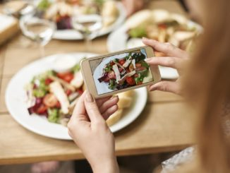 Dietitians on Social Media: Making Connections for Better Health