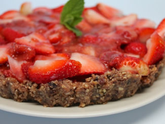 A Raw Strawberry Tart for Warm Weather
