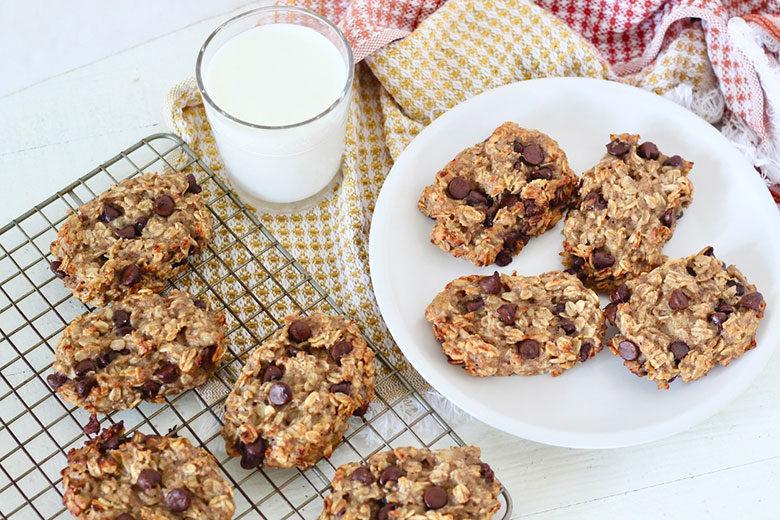 Oatmeal Chocolate Chip Banana Breakfast Bars - Food & Nutrition Magazine - Stone Soup