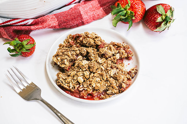 Strawberry Rhubarb Crisp with Streusel Topping - Food & Nutrition Magazine - Stone Soup