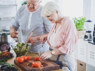 Seniors on culinary workshop